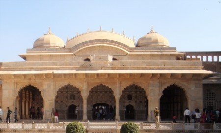 The palace inside Amer Fort