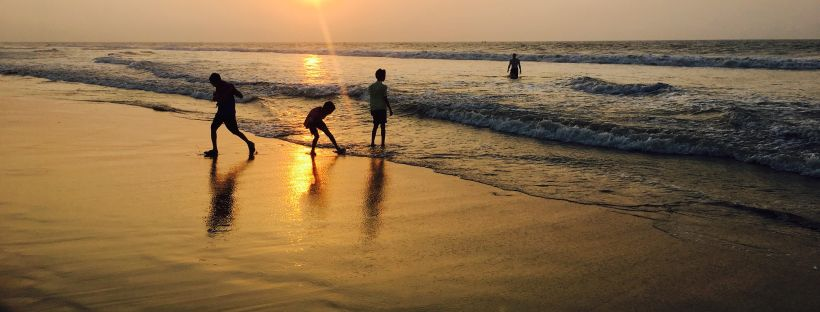 Puri-Beach-kids