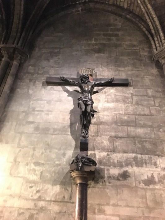 notre-dame-jesus-statue