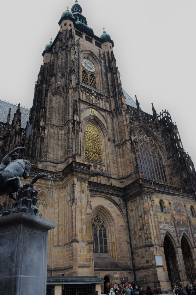 Prague - St. Vitus Church - Full view