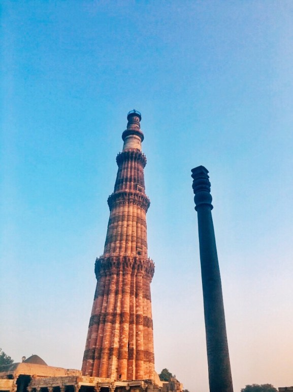 The Iron Pillar of Delhi with Qutub Minar Delhi India || Unique angle of Qutub Minar Delhi India | Interesting Facts about Qutub Minar || The Wandering Core