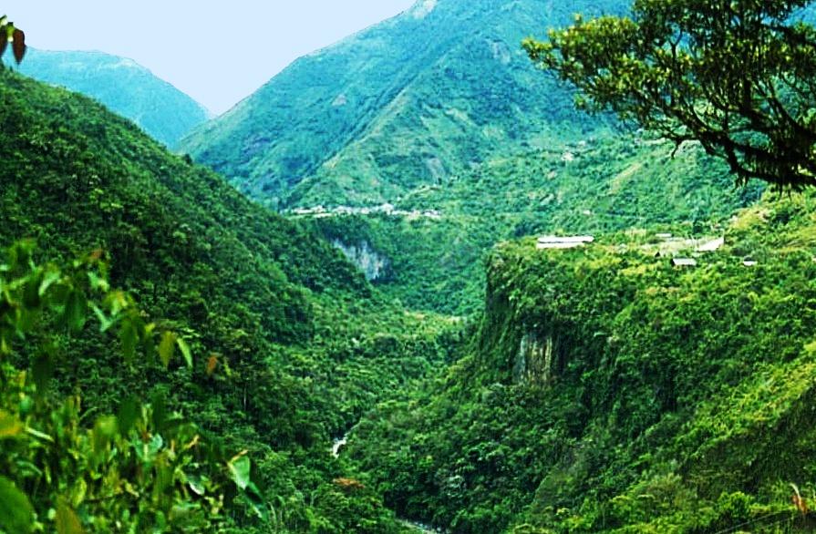 Banos Gorge-Andes-Ecuador