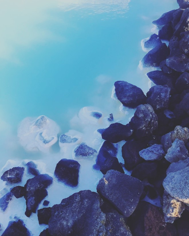 Blue water, white silica and black volcanic rock at The Blue Lagoon. 38 photos to visit iceland from the wandering darlings