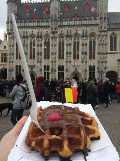 3 days in Belgium, Waffle in Bruges by City Hall