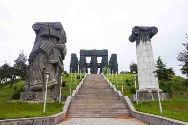 guide to Tbilisi Georgia chronicles of georgia monument