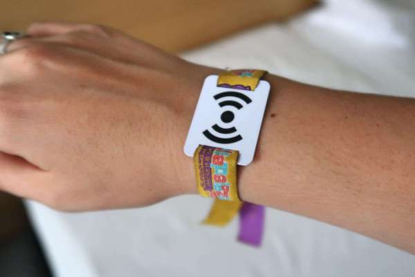 lollapalooza berlin festival cashless wristband