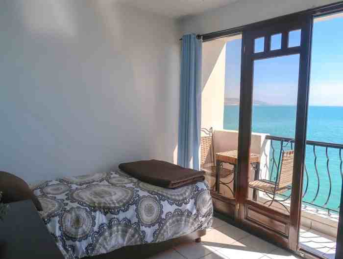 Dfrost Almugar Surf and Yoga House Taghazout twin room