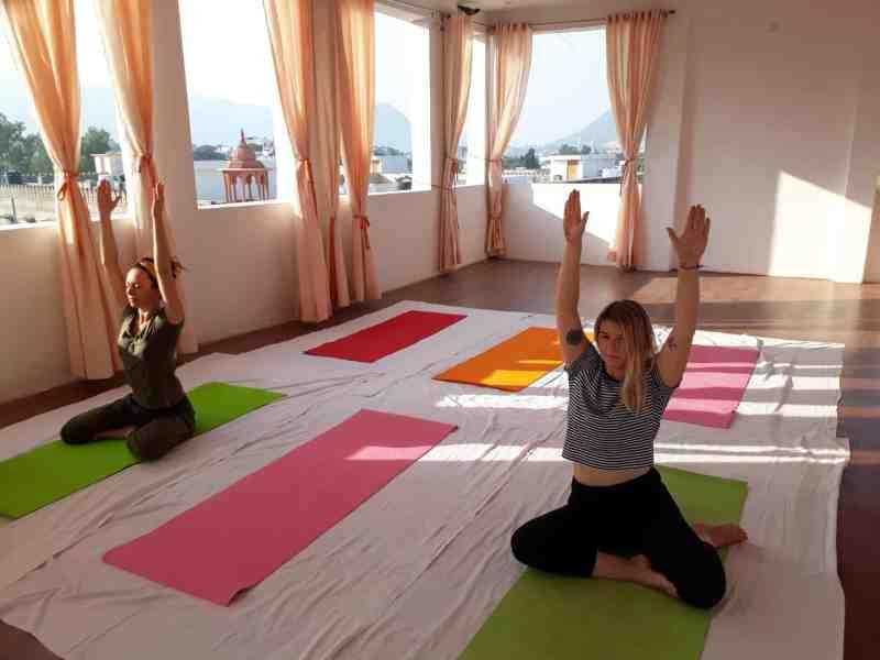 ellie quinn doing yoga | things to do in Pushkar