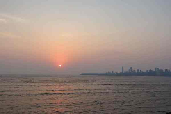 things to do in Colaba mumbai marine drive