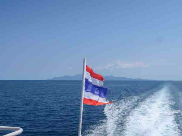 how to get around thailand by boat
