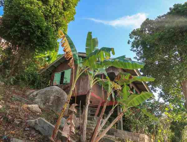 best accommodation on perhentian islands butterly chalet coral beach