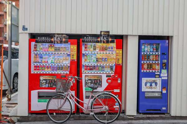 how to save money in Japan, japan drinks vending machine