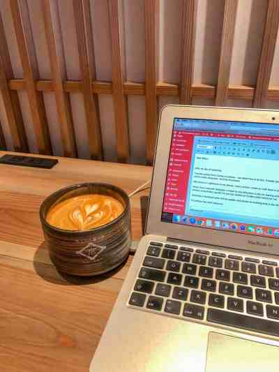 balance of travelling and blogging