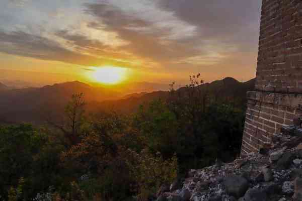 sunrise from the great wall of china