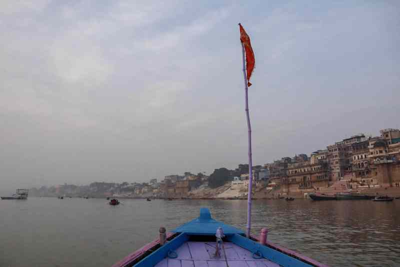 boat on the river ganges at sunrise in varanasi | 2 week India itinerary