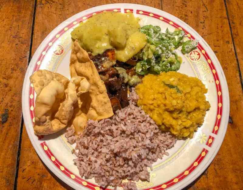 vegetarian buffet food at mama's restaurant arugam bay | cost of food in sri lanka.
