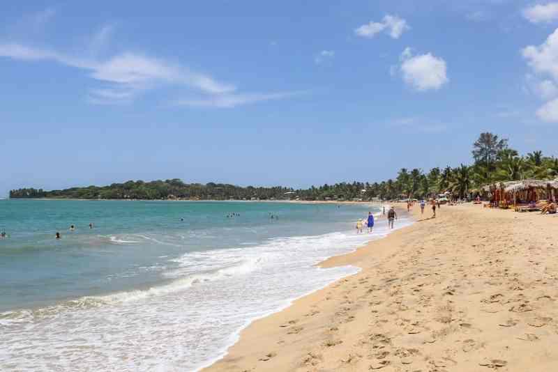 Arugam bay beach with blue sky   Arugam Bay Travel Guide