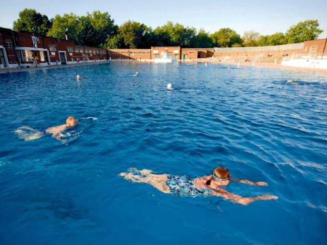 hampstead heath lido with people swimming