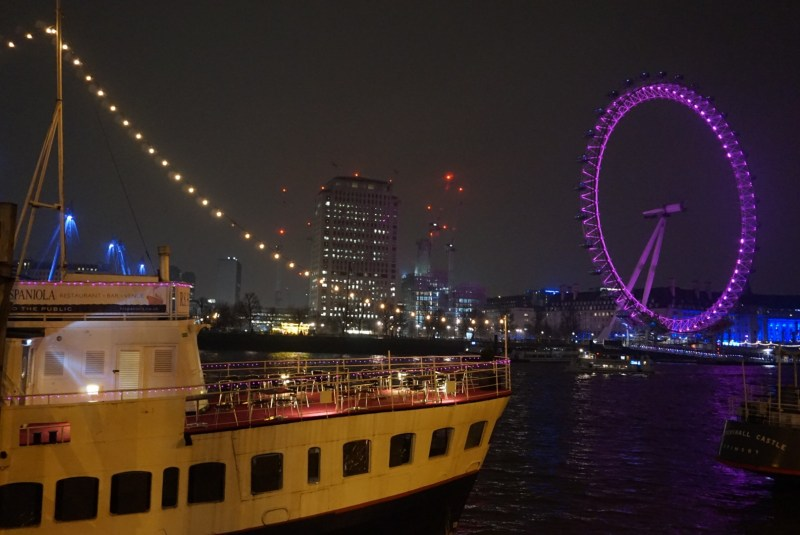 london eye lit up in dark sky | things to do in london in winter