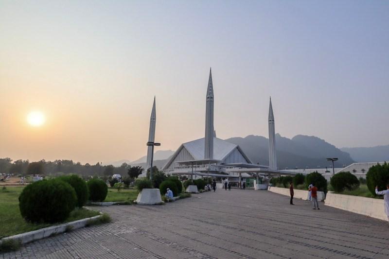 Pakistan itinerary, Faisal Mosque Islamabad sunset