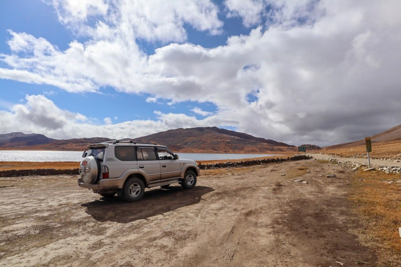 Pakistan itinerary, jeep and lake in deosai national park