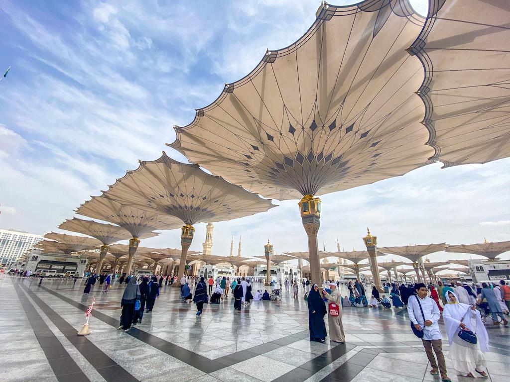 Can non-muslims visit Madinah?, Al-Masjid a Nabawi