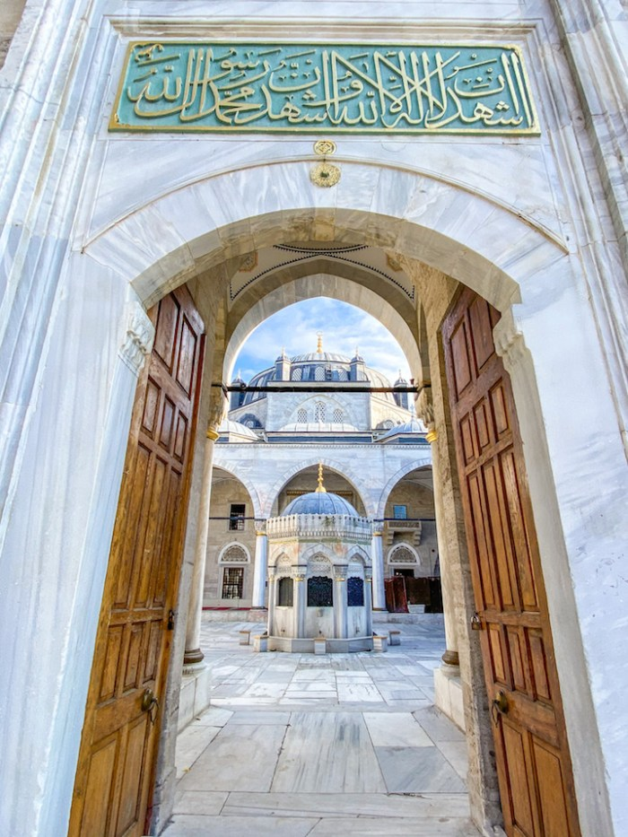 things to do in Uskudar, Yeni Valide Mosque