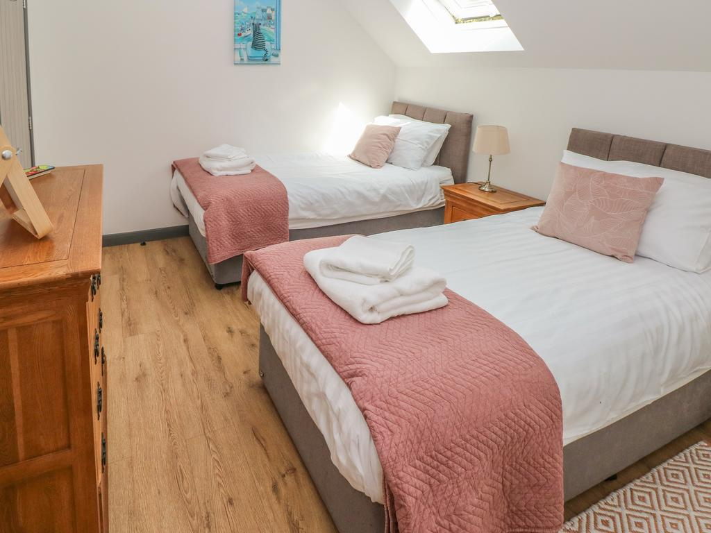 The Boathouse Tenby Twin Bedrooms