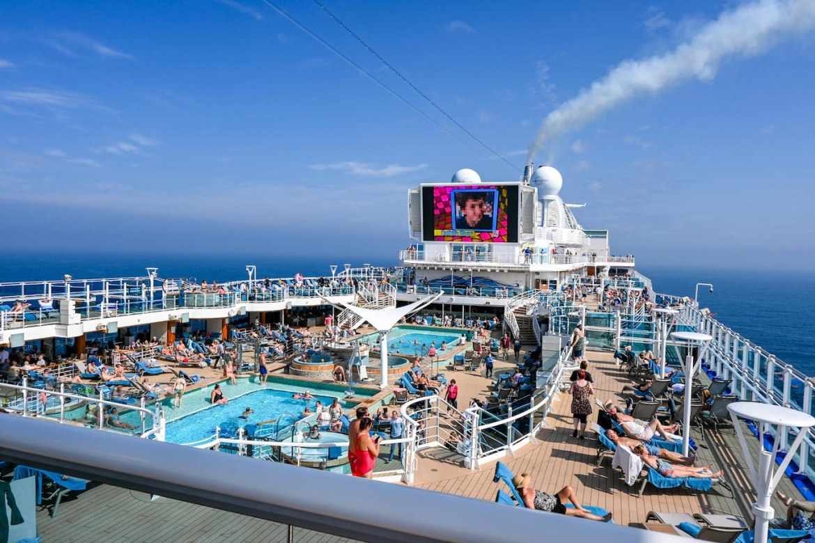 going on a cruise alone, busy pool area