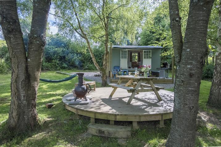 glamping in Devon, glamping hut devon outside