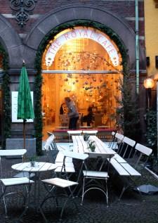 l'esterno del Royal Café