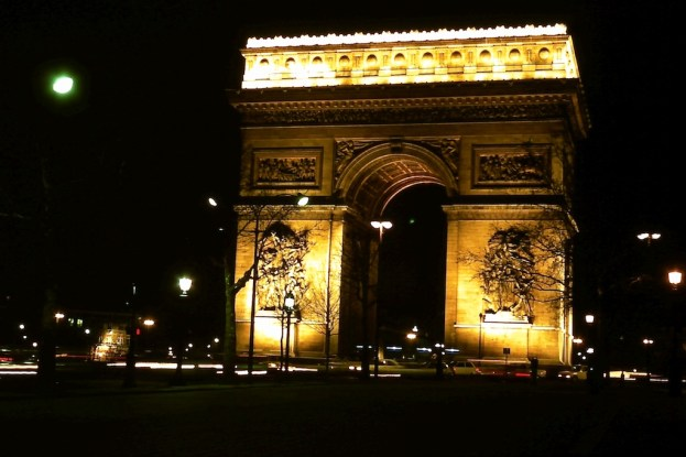 L'Arc de Triomphe - la splendour a la nuit