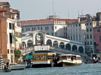 Ponte di Rialto - authentic and atmospheric