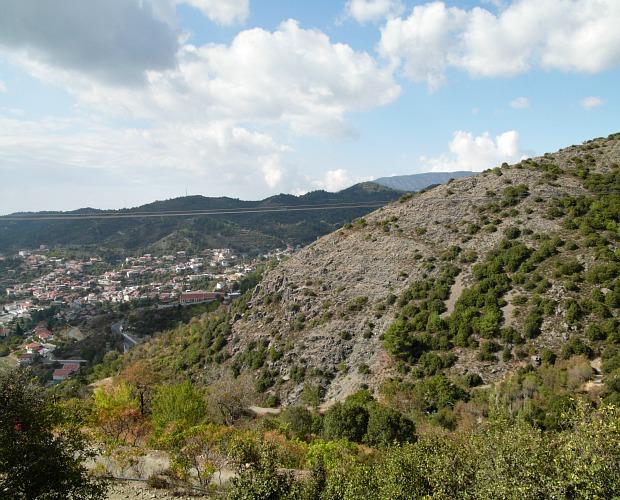 Το χωριό της Κυπερούντας στο βάθος