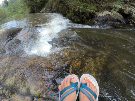 Non-slip hiking sandals is best for Dalat Canyoning.
