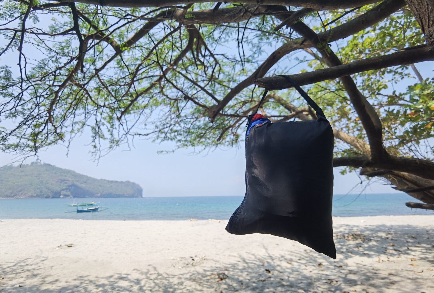 Kaplag's hammock pouch with handle.