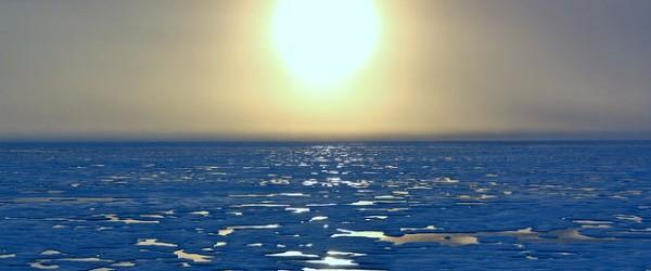 A principios de 2013, se produjo el cambio de temperatura alta en la atmósfera sobre el Círculo Polar Ártico, lo que causó un brote ártica de América del Norte a mediados de enero.  En algunos lugares el aire justo al norte de los Grandes Lagos fue más frío que en el Polo Norte.  Este fenómeno se conoce como calentamiento estratosférico repentino.  Los meteorólogos señalan que el patrón de frío que ofrece este evento estratosférico suele durar un par de semanas a un par de meses.  De acuerdo con el NWS, se han registrado sólo 17 casos desde 1948, cuando la baja temperatura alcanza o cayó por debajo de 0 ° F (-17 ° C) sin la cubierta de nieve en ...
