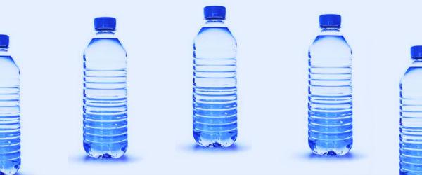 Una ley aprobada por el pueblo de Concord, en el estado de Massachusetts, EE.UU., entró en vigor con el nuevo año, por lo que una sola porción botellas de agua ilegal.  Sin embargo, Coca-Cola u otros refrescos están exentos, sólo se aplica a los no espumoso, agua potable sin sabor.  La prohibición tiene por objeto fomentar el uso de agua del grifo y frenar el problema mundial de la contaminación por plástico.  Sanciones por ahora incluyen advertencia primera vez y una segunda ofender a una multa de $ 25, y $ 50 en adelante.  Los países desarrollados, como los EE.UU. gastan miles de millones de dólares en la compra de agua embotellada y las botellas de plástico que esta agua viene en crear miles de millones de ...