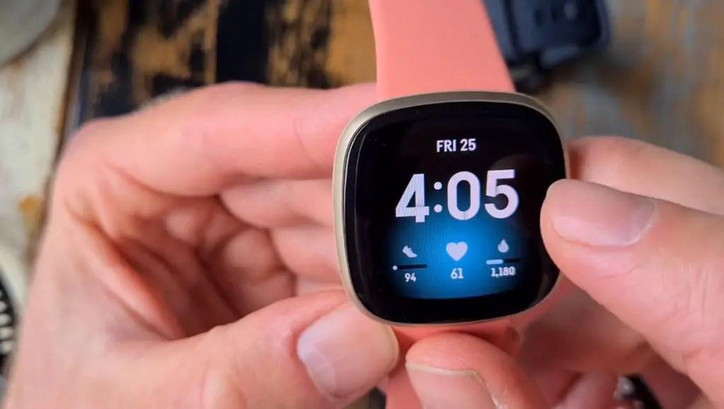 Fitbit Versa 3 vs Apple Watch Series 6: Which smartwatch is better?