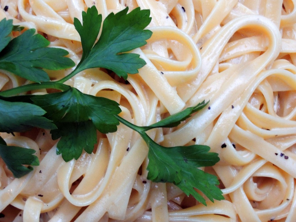 Pasta, fettuccine Alfredo 2