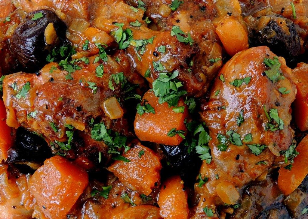 Chicken, fricassees, chicken tagine with kumquats and prunes 5