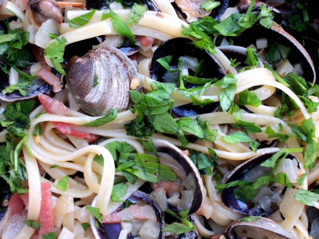 Pasta, linguine alla vongole (with white clam sauce) 3