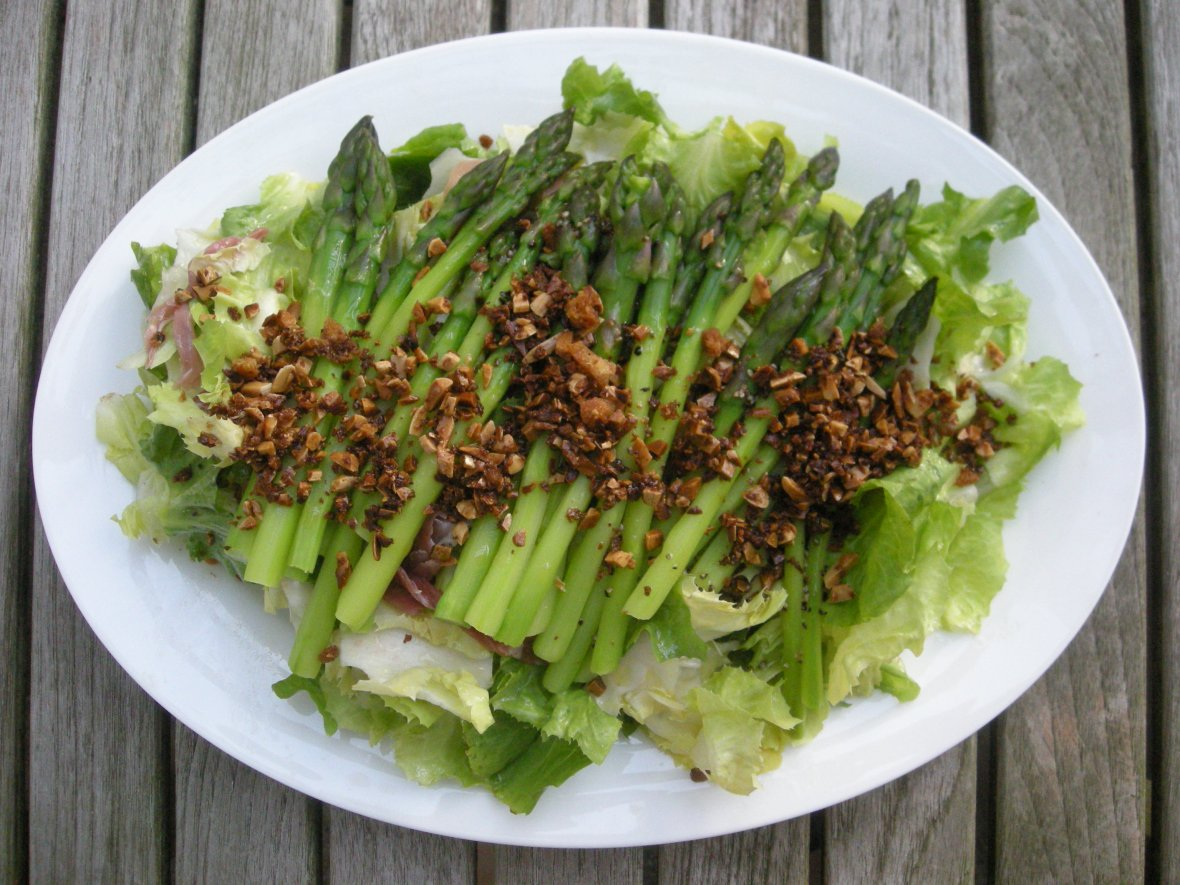 Salads, vegetable, asparagus and serrano ham salad (Catalan) 1