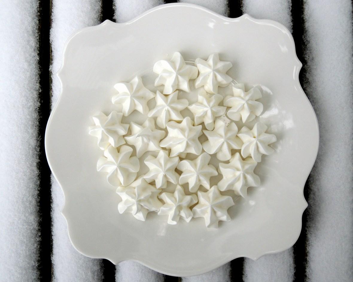 Desserts, meringues, meringue kisses 1