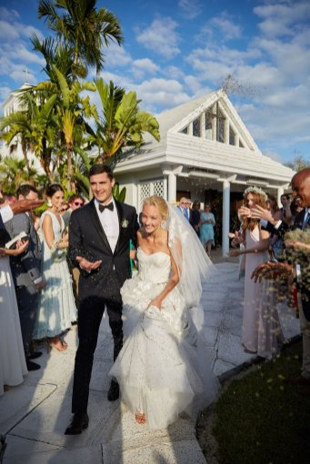 Lyford-Cay-Club-Bahamas-33-Wedding-Husband-Wife-Moment-Christian-Oth-Studio_1160_1738_85auto_s_c1