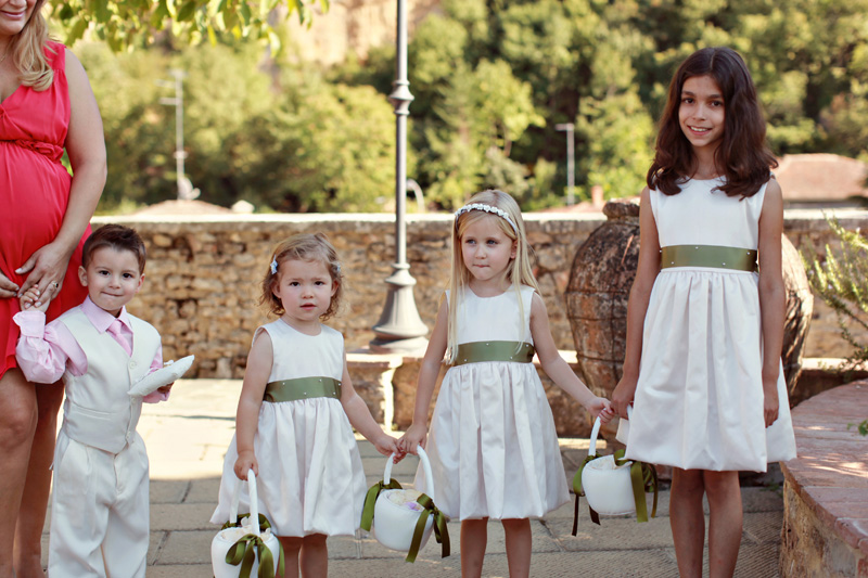 pageboy and flower girls. ZA Gallery. www.theweddingnotebook.com