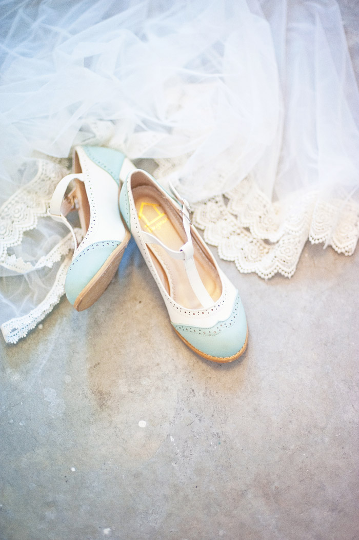 Bridal shoes. Photography by Inlight Photos. www.theweddingnotebook.com