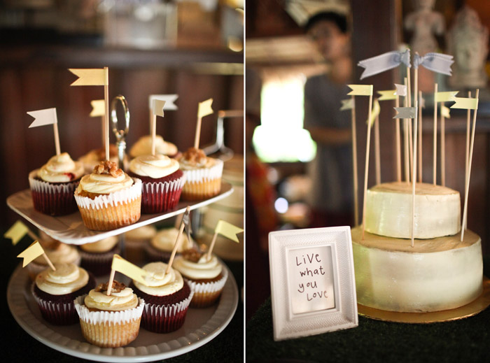 www.theweddingnotebook. Darren Jee Photography. Wedding cake and cupcakes