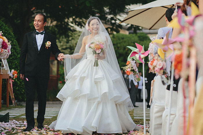 www.theweddingnotebook.com.Photography by History Studio. Garden wedding at The Repulse Bay, Hong Kong
