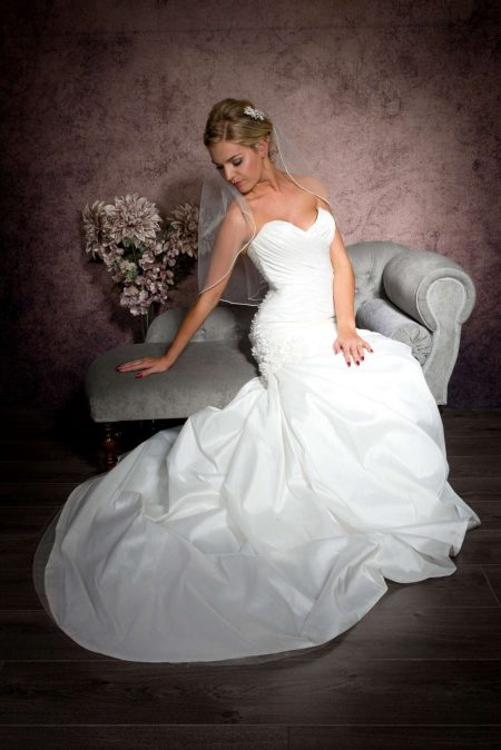 Amelie – elbow length veil with pearl edge